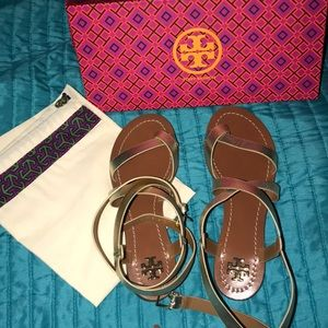 Brand new gold leather Tory Burch sandal